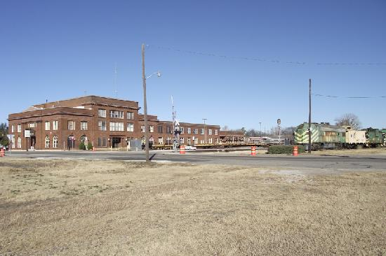 Red River Railroad Museum: Enterance and parking on trackside of the Katy Depot