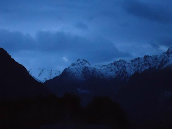 Sunset Motel: Mt. Cook just before sunrise