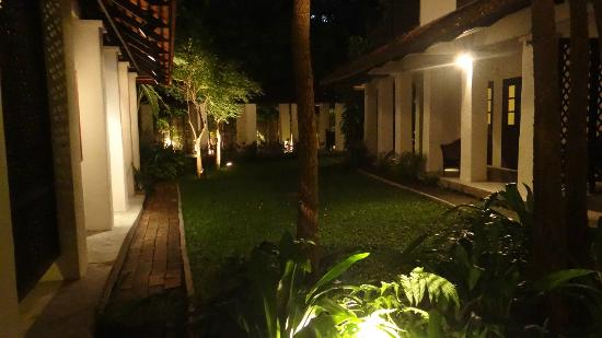 Tamarind Village: Rooms and grounds