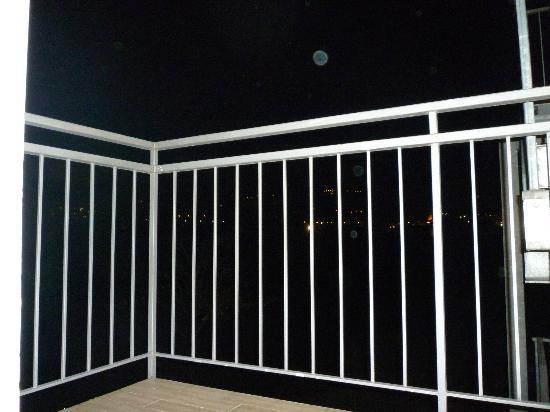 Hotel Rudy : Visuale notturna dalla terrazza della stanza