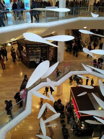 B4 Lyon: Centro Comercial
