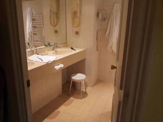 B4 Lyon: Baño Hotel