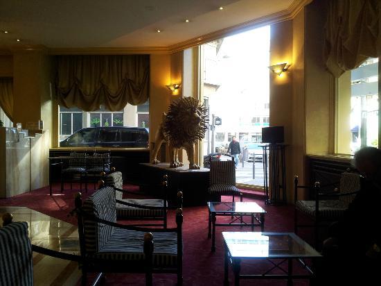 B4 Lyon : Lobby Hotel