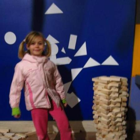Discovery Station Assisi: girl engineering