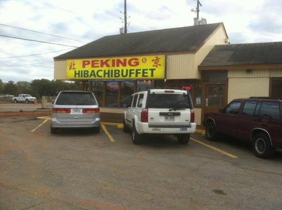 Peking Hibachi Buffet: Ample parking, well maintained facility