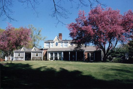 The Emory House B&B and Edmondson Lodge