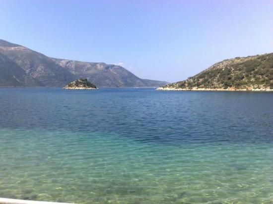 Vathy, Grécia: Vue par la chambre et la terrase.....
