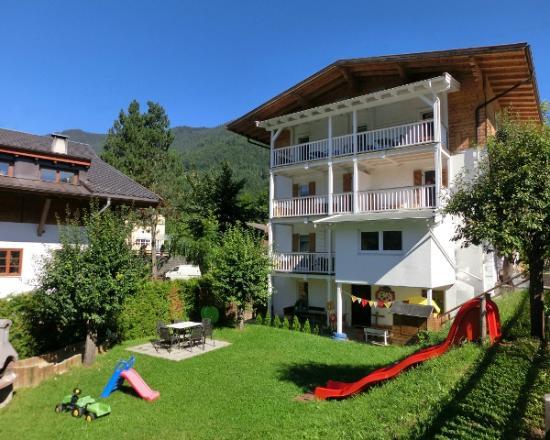 Ferienwohnungen Buchauer : Landhaus Buchauer Sommeransicht