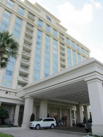 Waldorf Astoria Orlando: Exterior of hotel.