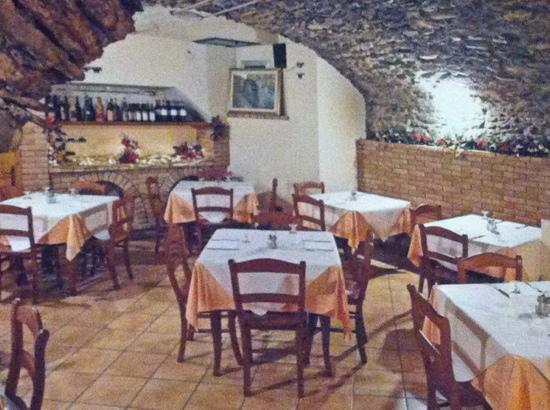 Bar Sport Trattoria del Borgo Antico: La caratteristica taverna