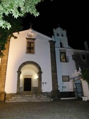 Hotel Convento de Sao Paulo: l'entrée de l'hotel la nuit