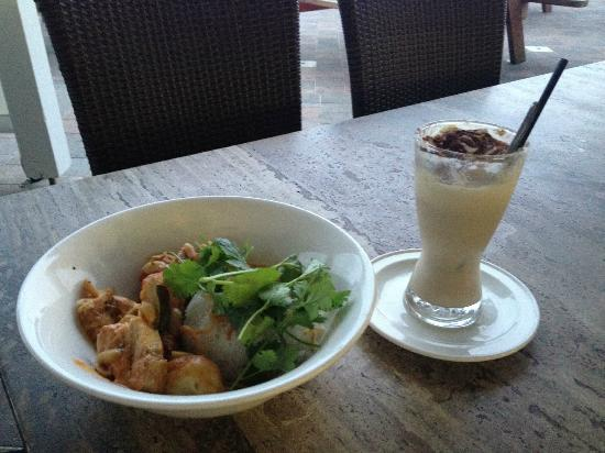 Bulli Beach Cafe: Fish Curry and Iced coffee...yum