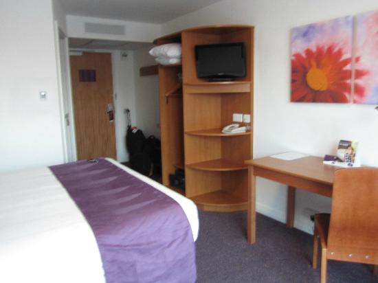 Premier Inn London Gatwick Airport (Manor Royal) Hotel: my room