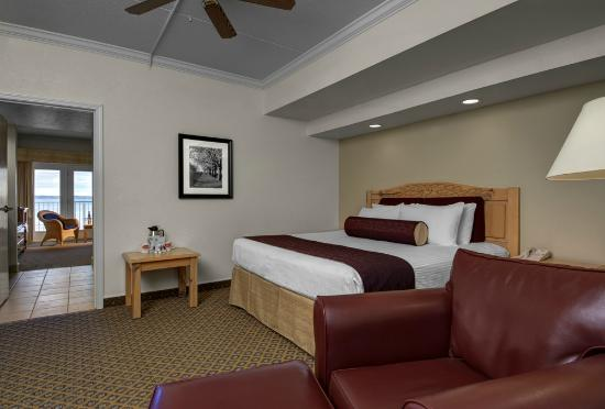 Cherry Tree Inn & Suites: Walloon Lake Suite - Master Bedroom