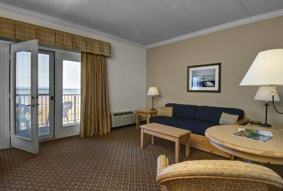 Cherry Tree Inn & Suites: Walloon Lake Suite - Walloon Lake Suite - Living Area