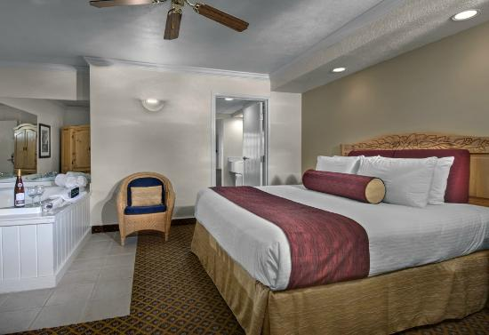Cherry Tree Inn & Suites: Mackinac Island Suite - Master Bedroom