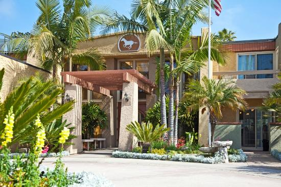Winners Circle Resort: Hotel Entrance