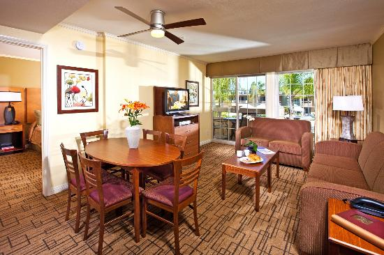 Winners Circle Resort: Dining and Living Room in a One Bedroom Suite