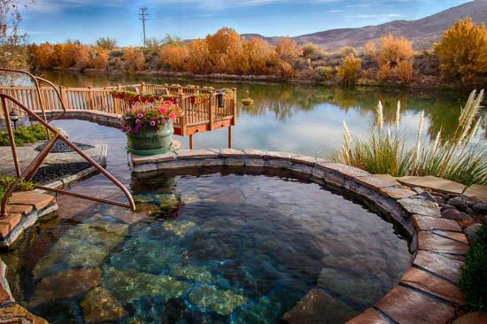 Riverbend Hot Springs: Hot water pool at river's edge