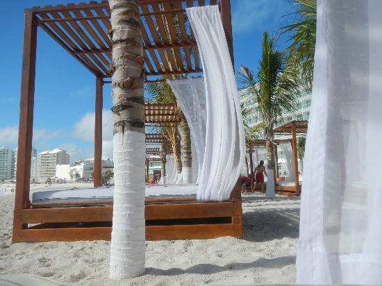 Krystal Cancun: Bali-style beach beds