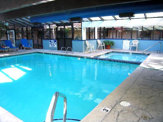 Park Regency Hotel: Pool