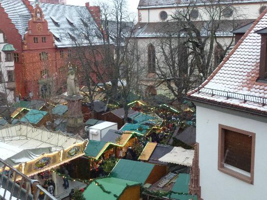 Hotel am Rathaus: Blick über den Weihnachtsmarkt