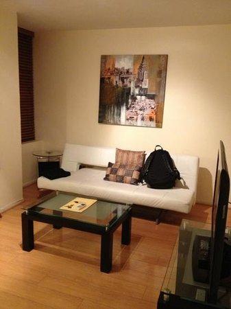 Hotel Orly: sofá cama e salinha da entrada