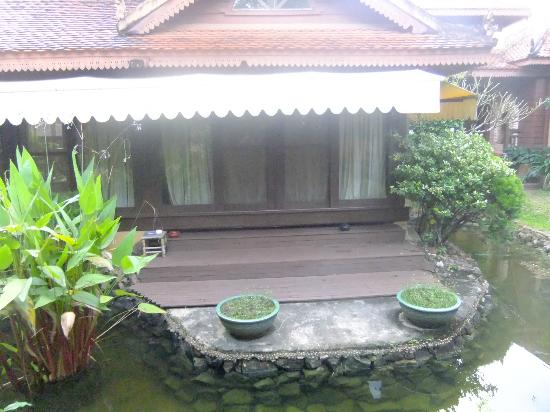 The Pool and Palm Villa: Porch