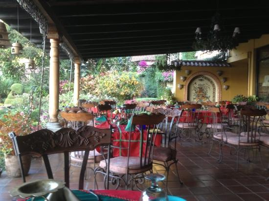 Hotel Atitlan: outdoor dining patio