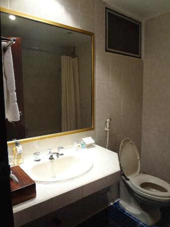 City Lodge Soi 9: Clean toilet with Hot Shower!