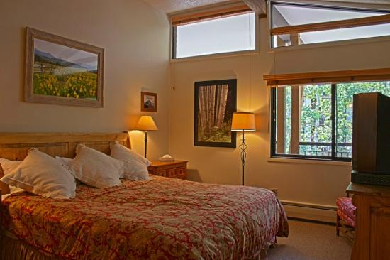 Shadowbrook Condominiums: bedroom