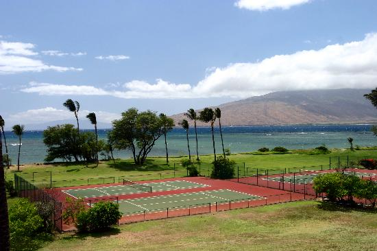 ‪‪Maui Schooner Resort‬: Beachside Tennis Courts‬