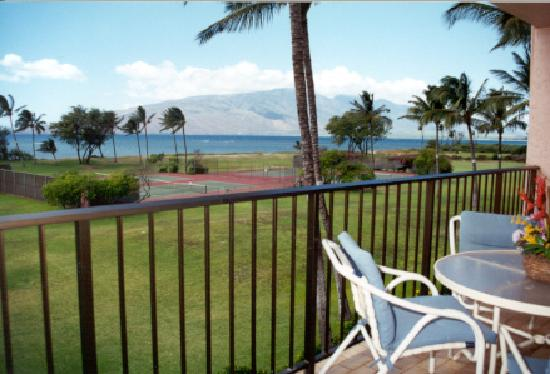 Maui Schooner Resort: Balcony View