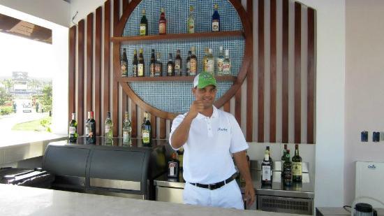 Royalton Cayo Santa Maria: Pool Bar Bartender