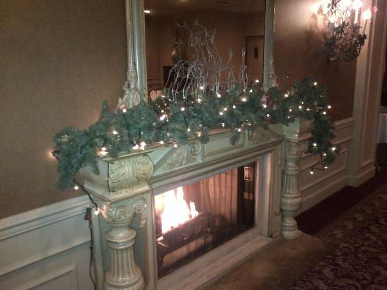Wedgewood Hotel & Spa: Cosy Fire Place