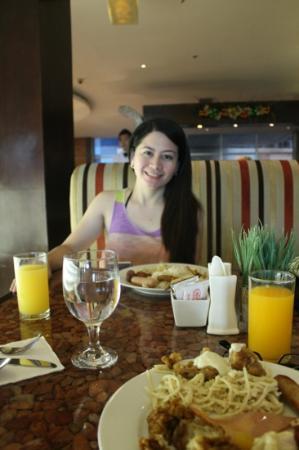 GLO Cafe & Restaurant: 12/08/12: Glo Café @ Crown Regency Tower 1