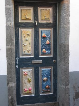 Porto Mare Hotel: The street of painted doors, Funchal Old Town.