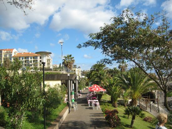 Porto Mare Hotel: The Promenade in front of the Porto Mare, Lido, Funchal