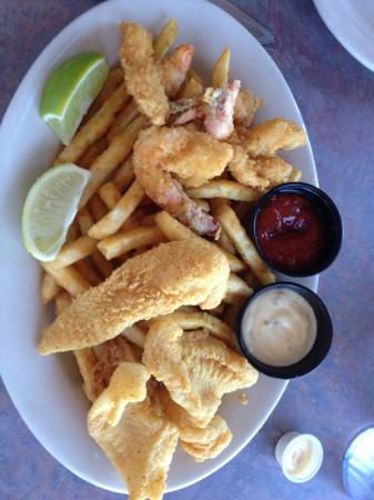 Dirty Al's at Pelican Station: Medium Fried Shrimp and Fish