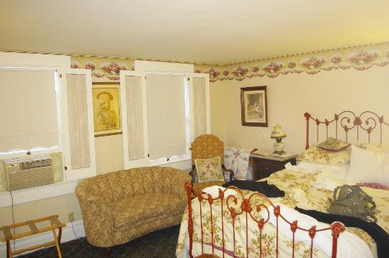 The Raford Inn Bed and Breakfast: Lavender Room