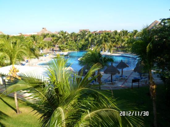 Grand Bahia Principe Coba: view from 27a over looking the quiet pool