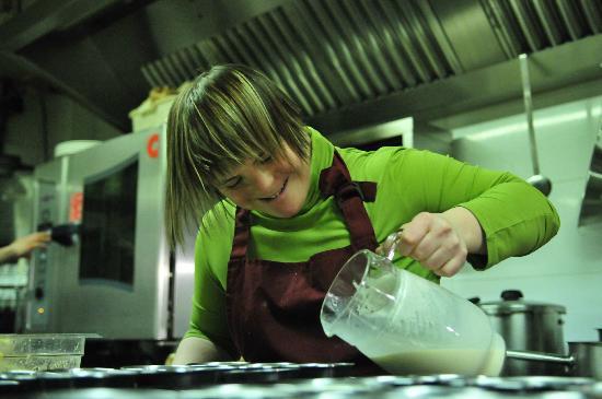La Mandarra de la Ramos: ...y en la cocina elaborando...