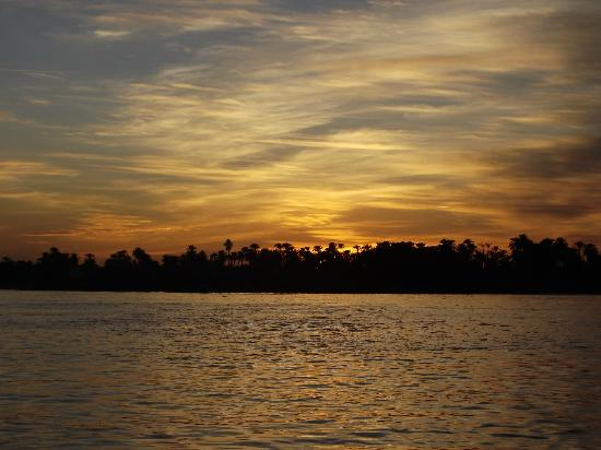 Spirit of the Nile Day Tours: Sunset over the Nile