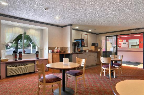 Americas Best Value Inn - East Syracuse: Breakfast Area