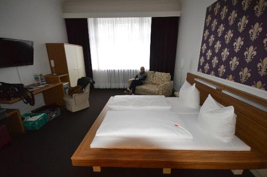 Hotel Prinzregent: das geräumige, hohe Zimmer