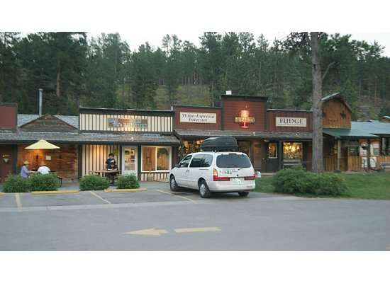 Lodge at Palmer Gulch: small town at the front, laundry, snackbar, horsebackriding, cute