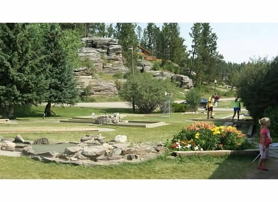 Mount Rushmore Lodge at Palmer Gulch: mini golf
