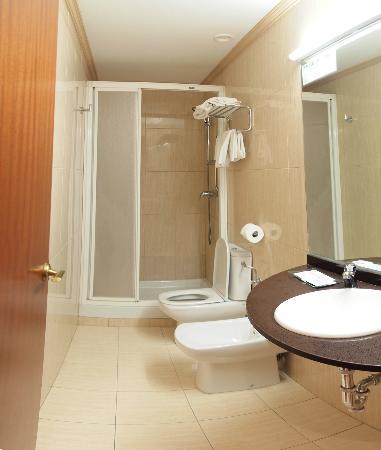 Zaragoza, Hotel Avenida: bathroom