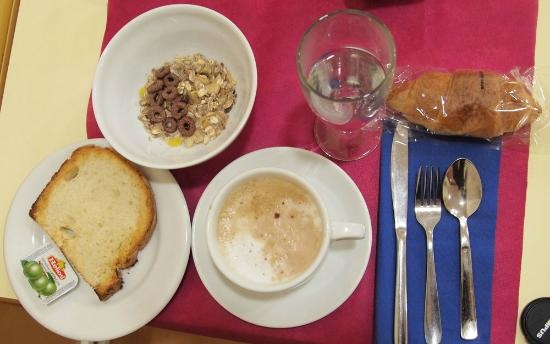 Zaragoza, Hotel Avenida: breakfast