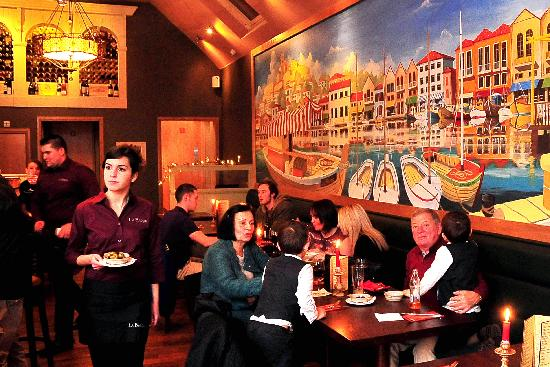 La Barca Spanish Tapas & Wine Bar : Harbour mural